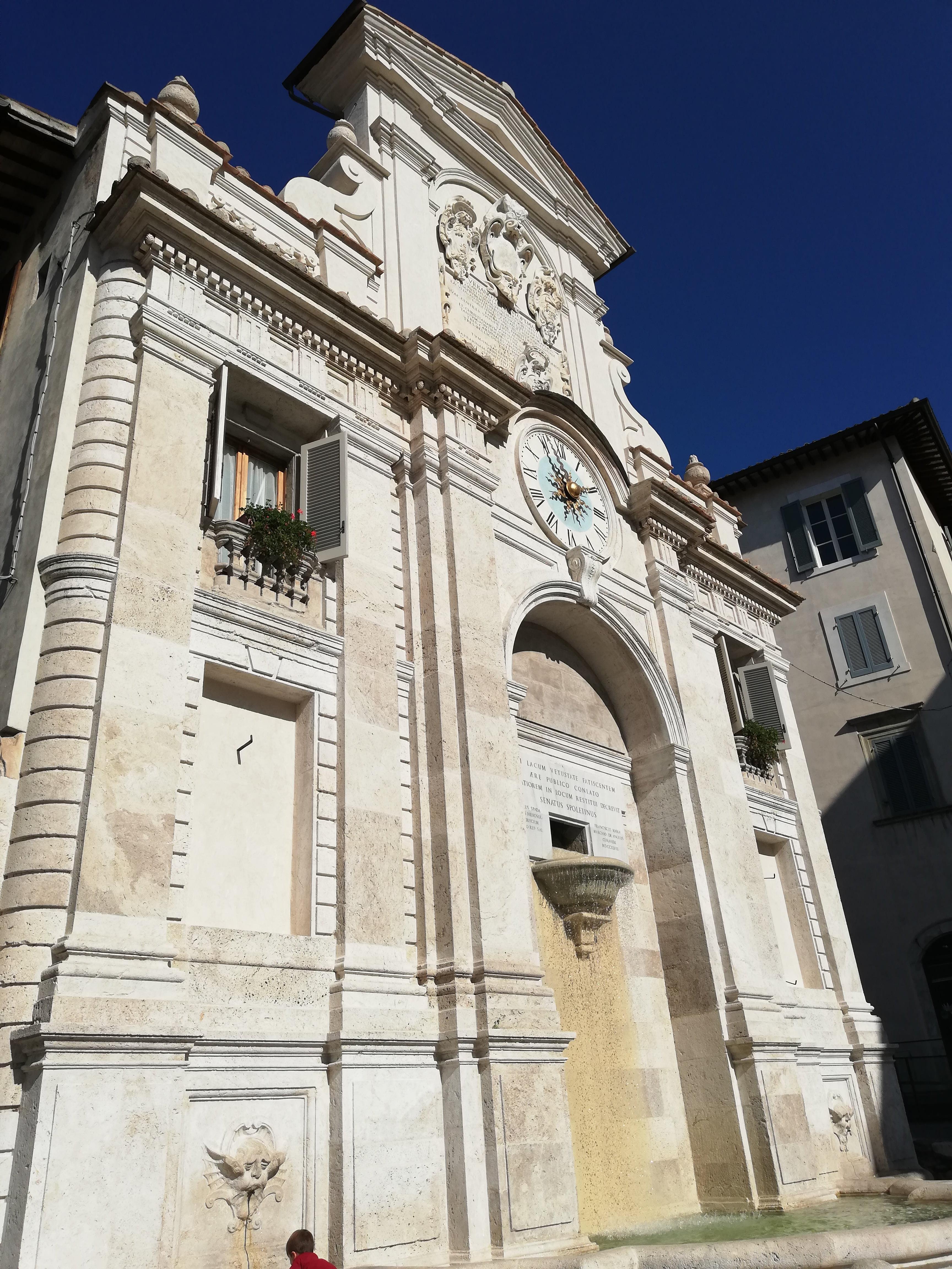 Fontana dell'Orologio Piazza Mercato