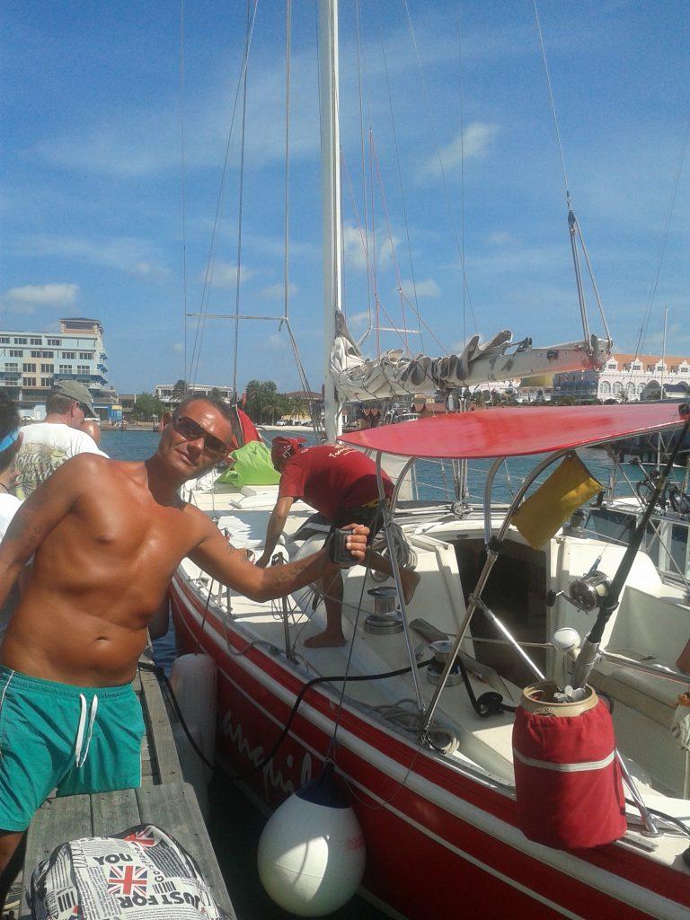 isola di Aruba escursione su Tranquilo, barca a vela rossa