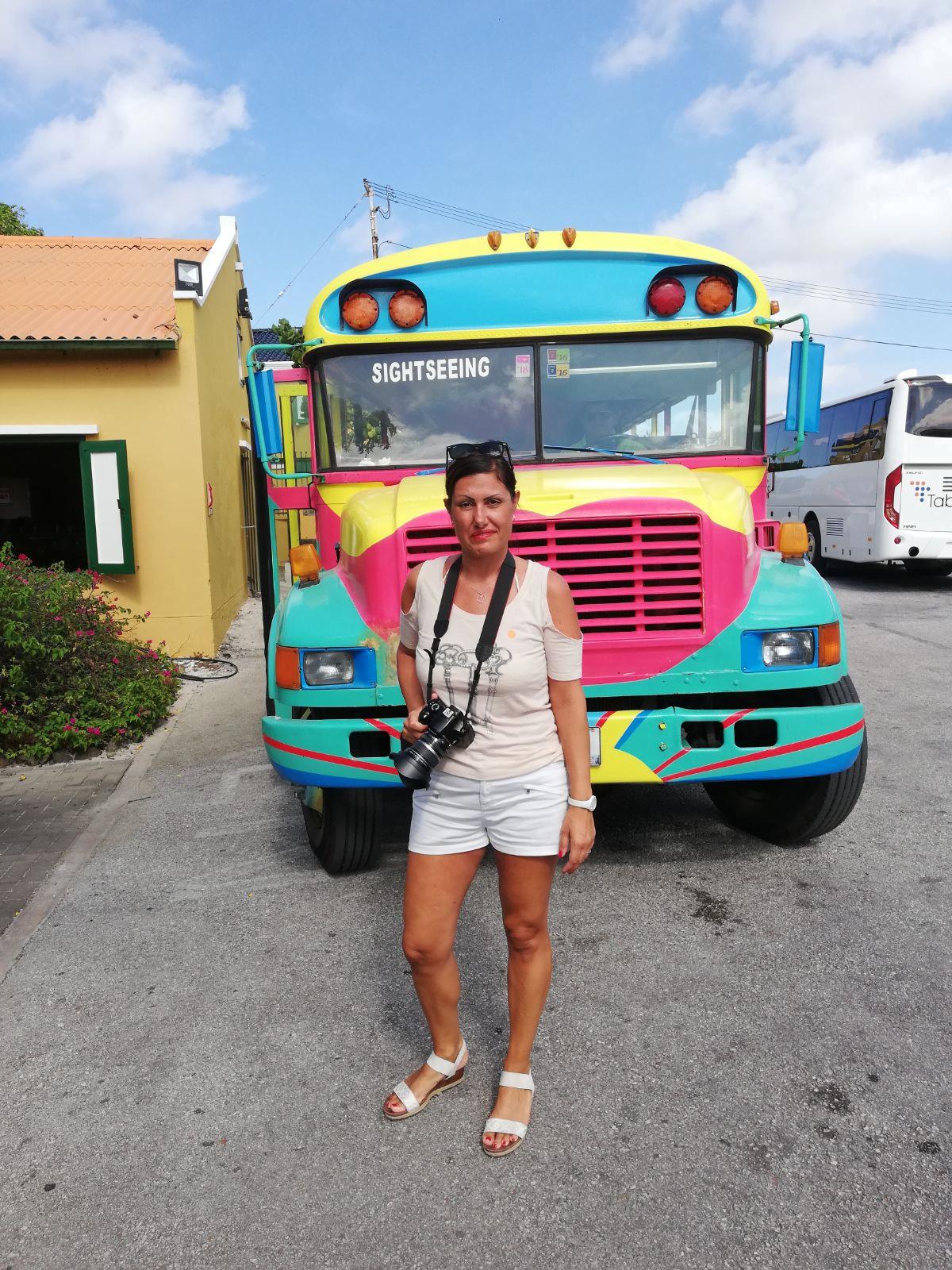 isola di curacao crociera antille, pullman colorato