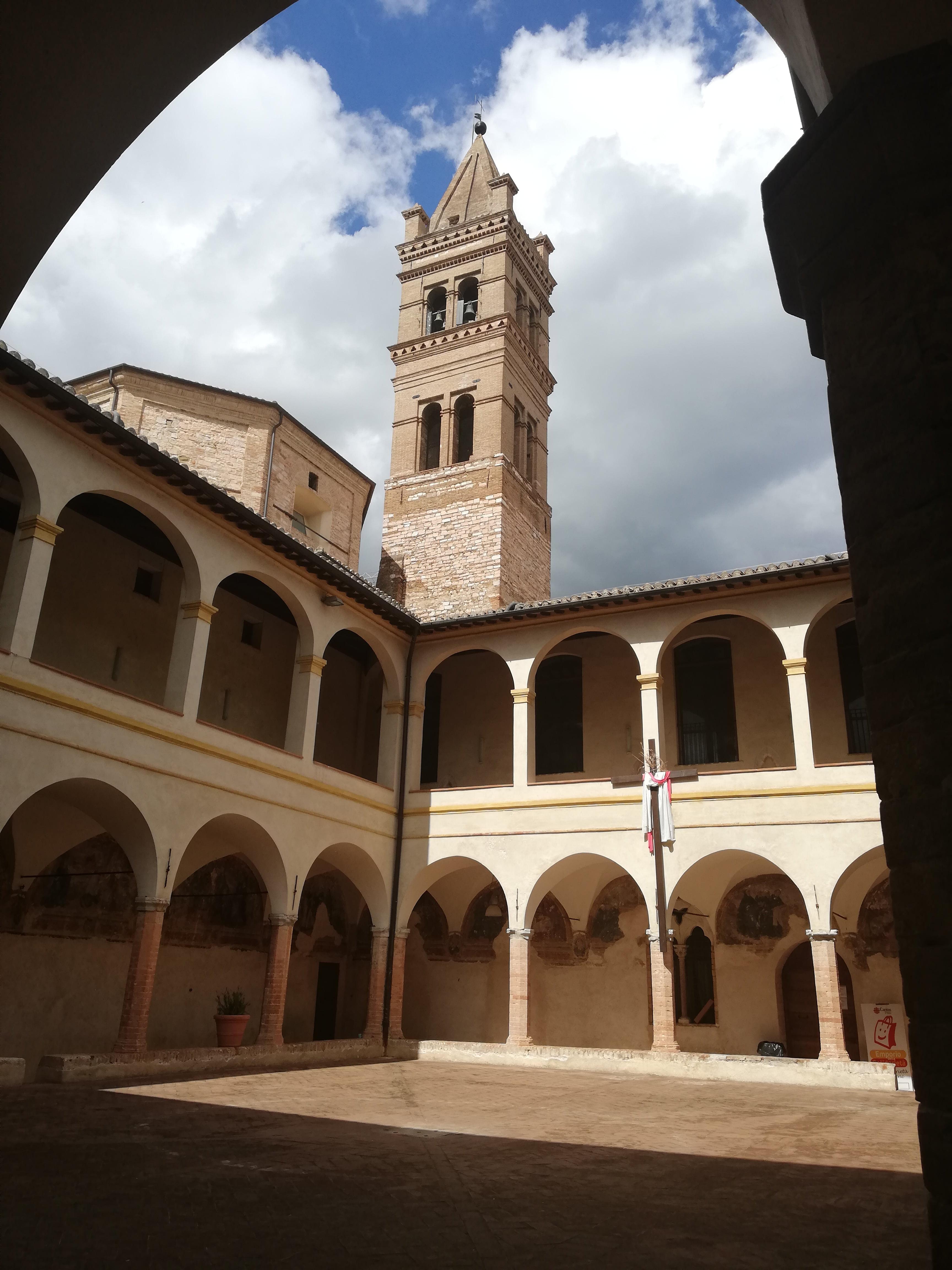 FOLIGNO COSA VEDERE, Chiostro di San Giacomo