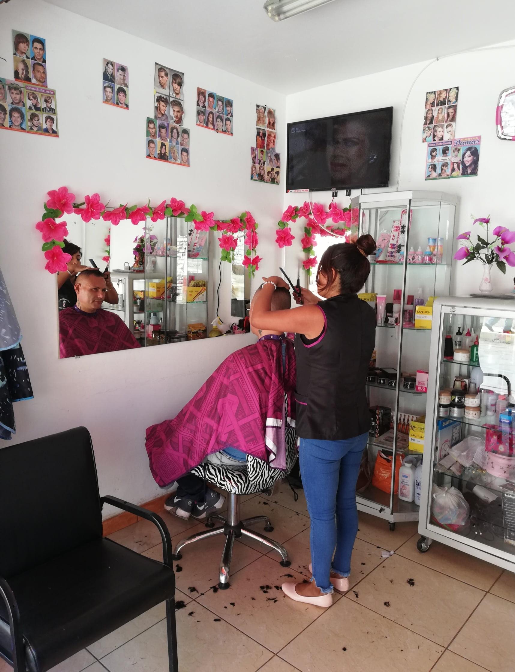 taglio di capelli in Perù